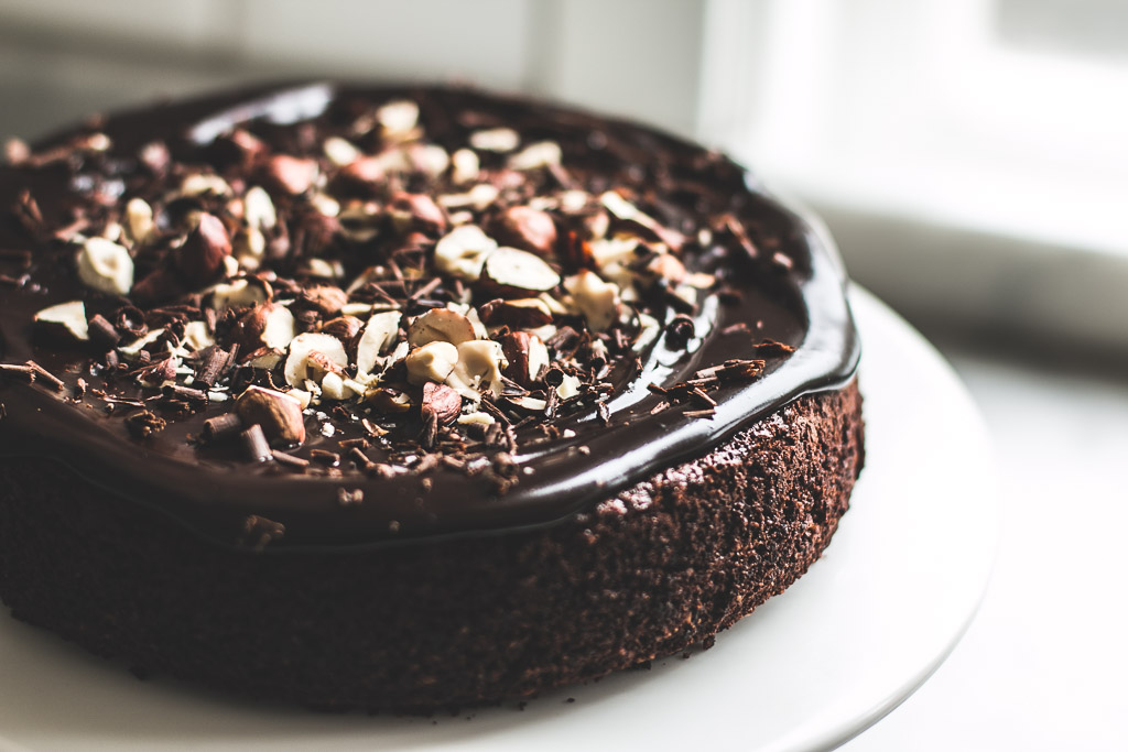 06 Mar Flourless Chocolate Hazelnut Cake